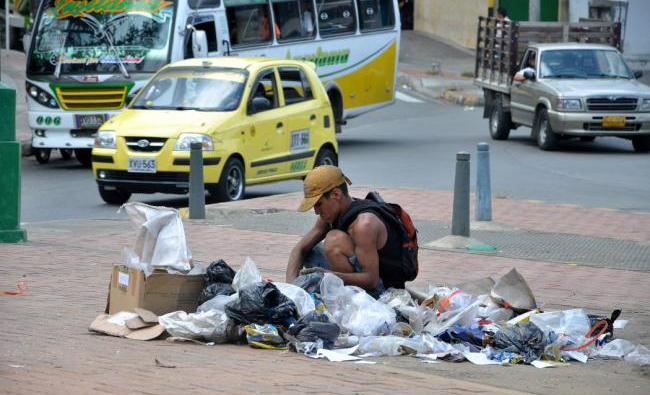 indigente-en-basura