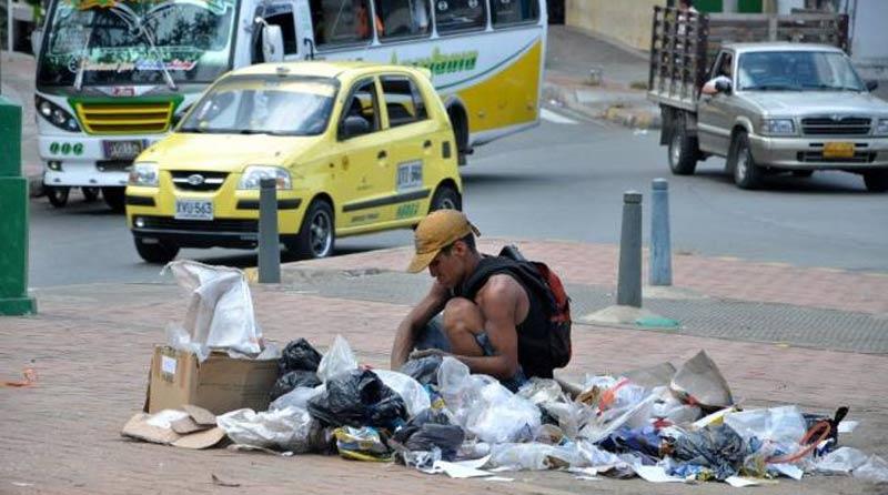 Indigente en la basura de Guayaquil