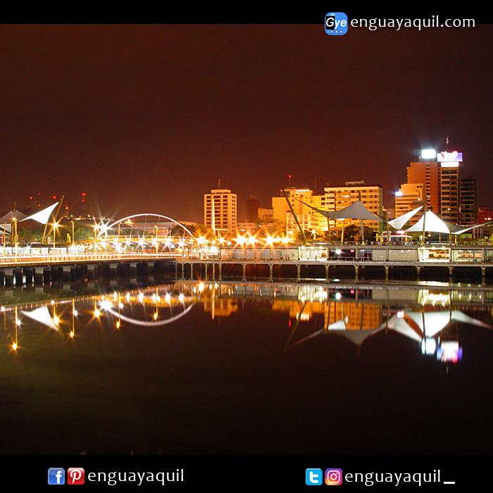 Malecón del salado de Noche